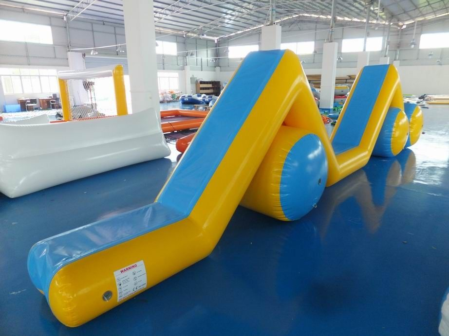 Pools Inflatable Water Obstacle Games With Reinforced Strips ผู้ผลิต