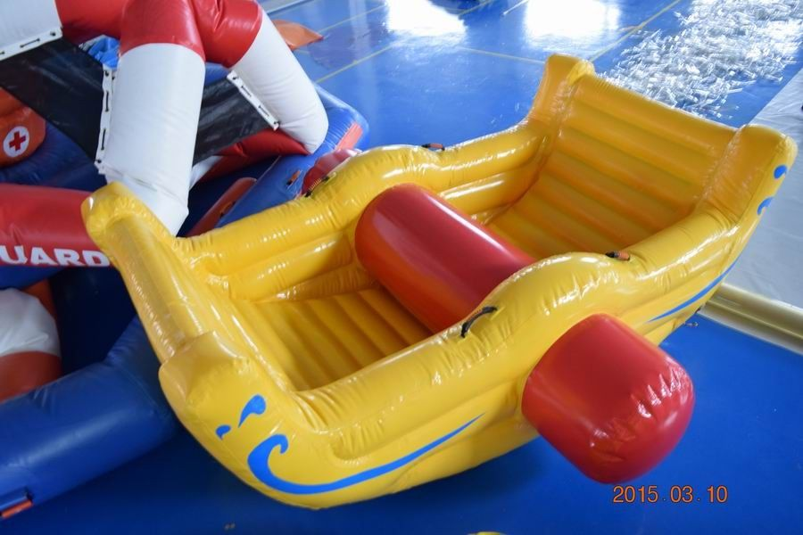 Commercial Grade Inflatable Water Totter For Swimming Pool / Lake ผู้ผลิต