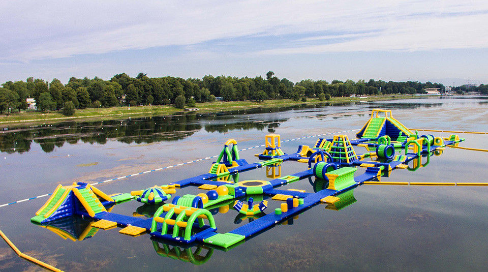 Inflatable Floating Water Sports Theme Park / Water Splash Park Installed In Milano ผู้ผลิต