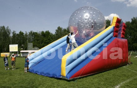 PVC Zorb Ball Racing Track , Zorb Ramp Used On Grassland Or Snow Field ผู้ผลิต