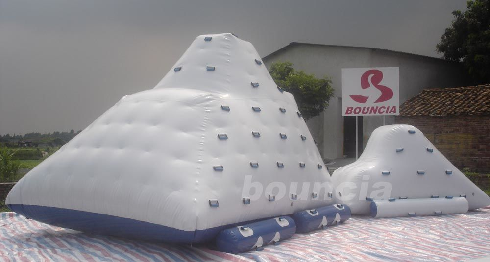 Water Park Inflatable Water Iceberg / Inflatable Water Climbing Wall ผู้ผลิต