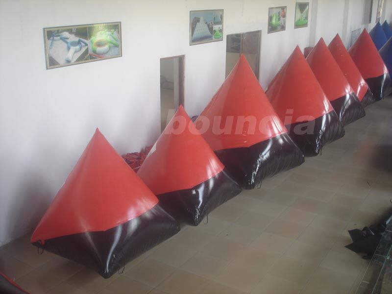 Red 0.6mm/0.9mm inflatable doritos shape air bunker for commercial use ผู้ผลิต