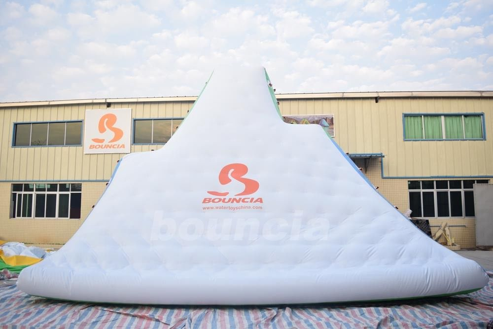 Giant Inflatable Floating Iceberg , Water Climbing Wall For Ocean ผู้ผลิต